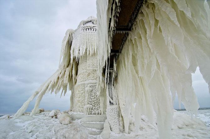 10 faruri inghetate pe malul Lacului Michigan - Poza 9