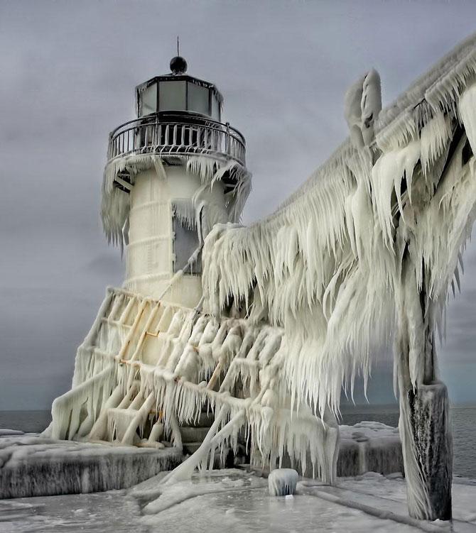 10 faruri inghetate pe malul Lacului Michigan - Poza 10