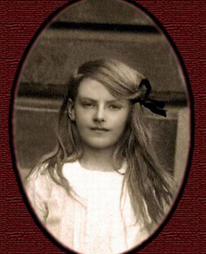 La tinerete: 15 fotografii rare cu celebritati - Poza 10