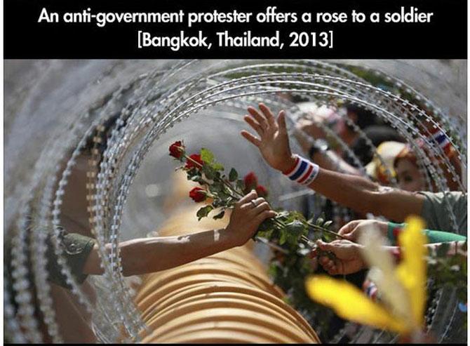 11 momente incredibile de la protestele din intreaga lume - Poza 5