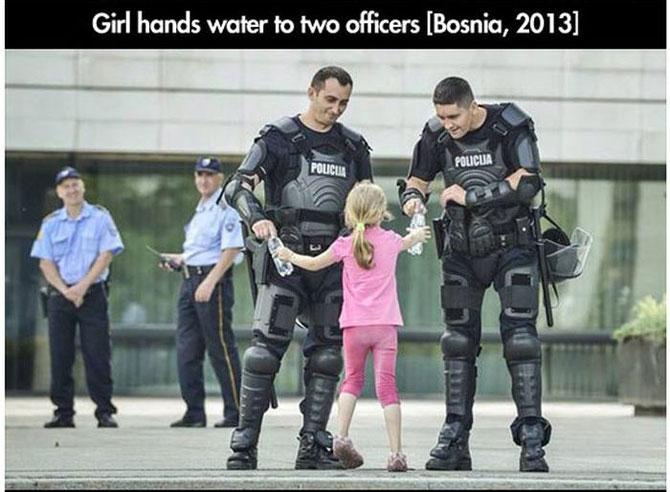11 momente incredibile de la protestele din intreaga lume - Poza 9