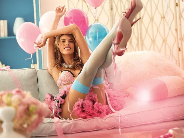 Alessandra Ambrosio - imaginea Victorias Secret