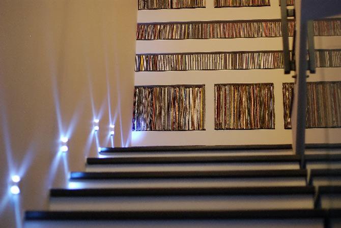 Melinda Neder coloreaza stilul in alb-negru-rosu-argint