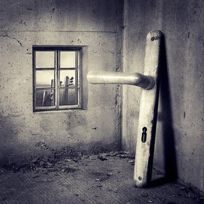 'Dada Reloaded' in foto-colajele Saroltei Ban