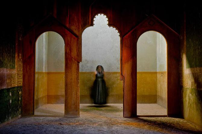 Siluete feminine fantomatice, fotografiate cu expunere lunga - Poza 3