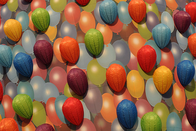 Inconjurul lumii in 540 de baloane Disney - Poza 2