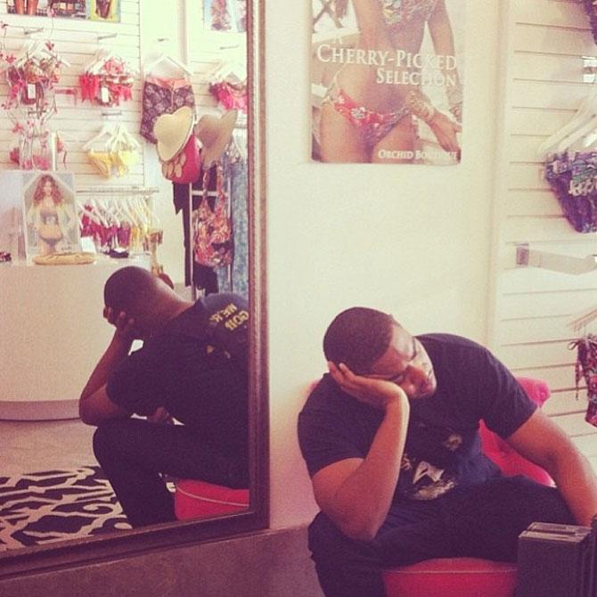 Barbati foarte nefericiti la shopping - Poza 1