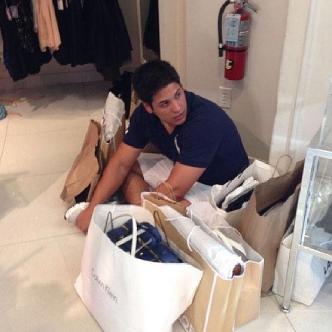 Barbati foarte nefericiti la shopping - Poza 2