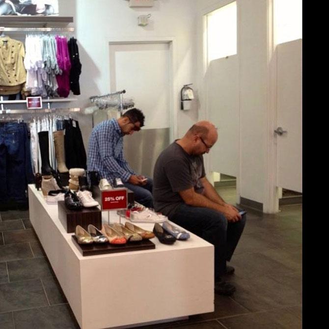 Barbati foarte nefericiti la shopping - Poza 4