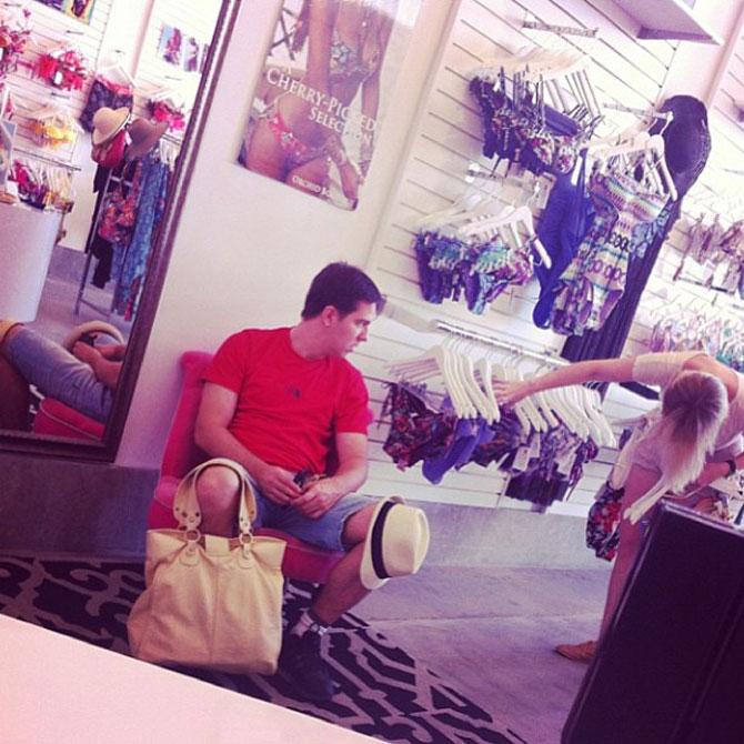 Barbati foarte nefericiti la shopping - Poza 5