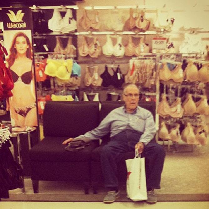 Barbati foarte nefericiti la shopping - Poza 6