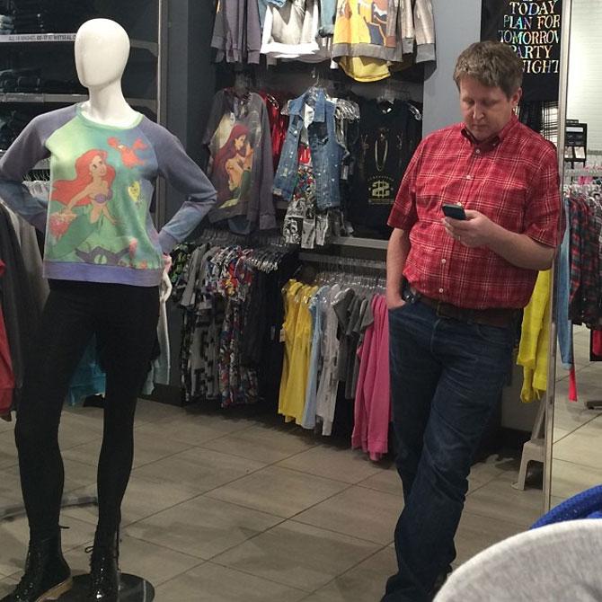 Barbati foarte nefericiti la shopping - Poza 9