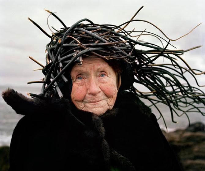 Batranii din Finlanda poarta lucruri ciudate pe cap - Poza 5