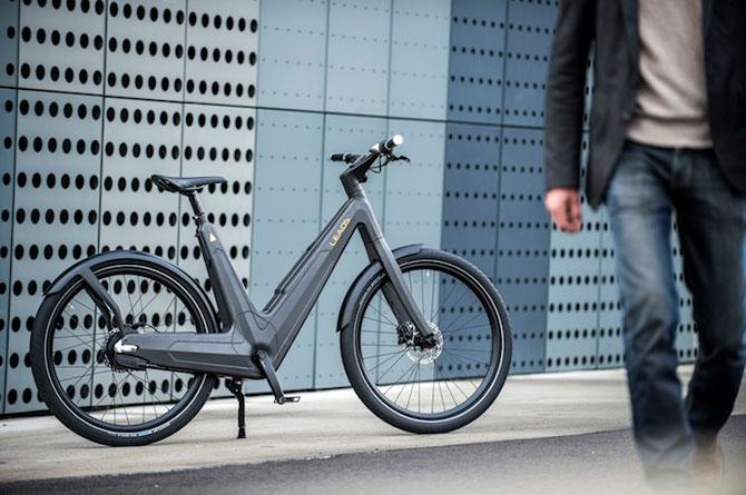 Bicicleta electrica din fibra de carbon, perfecta pentru navetisti - Poza 1
