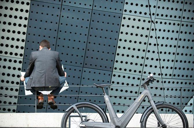 Bicicleta electrica din fibra de carbon, perfecta pentru navetisti - Poza 2