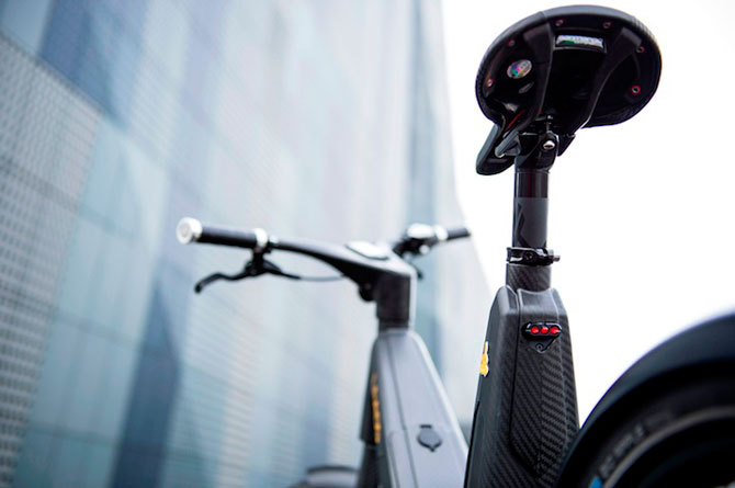 Bicicleta electrica din fibra de carbon, perfecta pentru navetisti - Poza 4