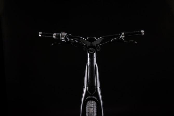 Bicicleta electrica din fibra de carbon, perfecta pentru navetisti - Poza 7