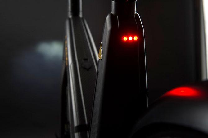 Bicicleta electrica din fibra de carbon, perfecta pentru navetisti - Poza 8