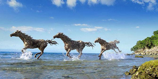 Cai in galop, sculptati din resturi de lemn - Poza 3