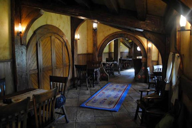 Carciuma hobbitilor, exact ca in Stapanul Inelelor - Poza 2