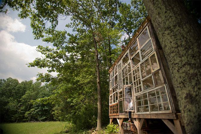 Casa din ferestre, construita de un cuplu - Poza 2