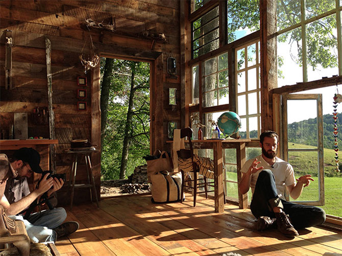 Casa din ferestre, construita de un cuplu - Poza 3