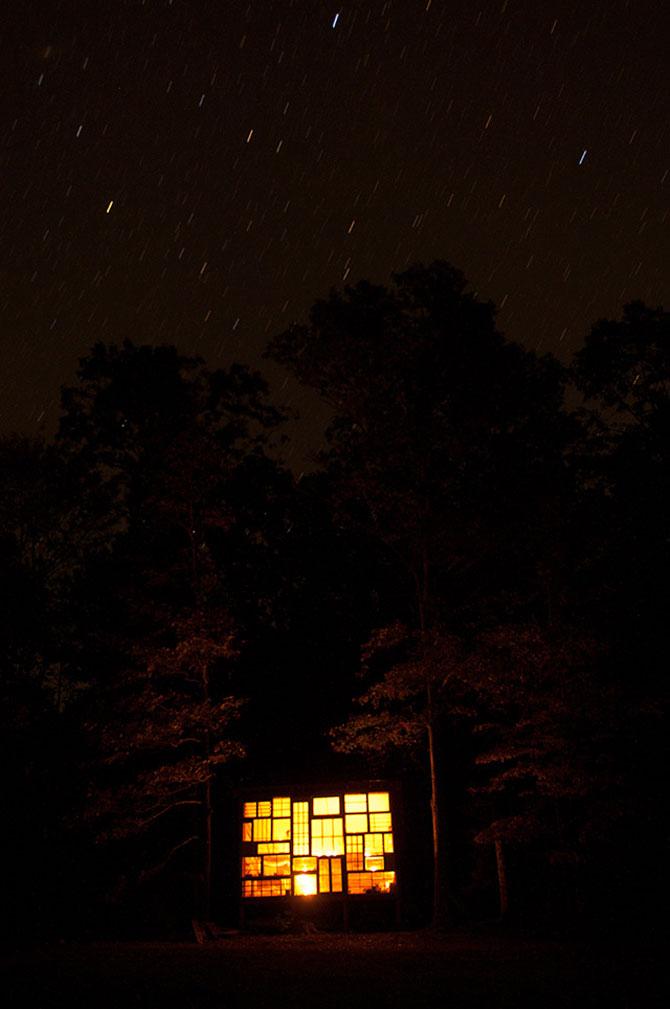 Casa din ferestre, construita de un cuplu - Poza 4