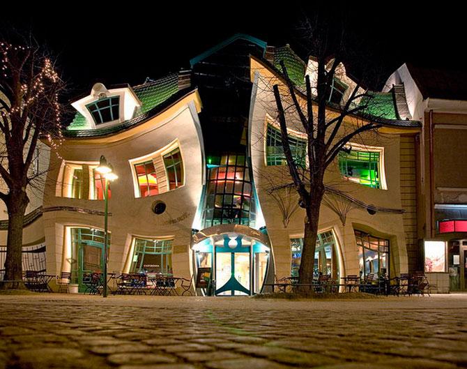 Mall-ul din Casa Stramba, in Polonia - Poza 1