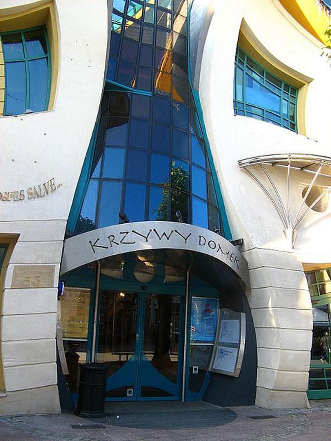 Mall-ul din Casa Stramba, in Polonia - Poza 12