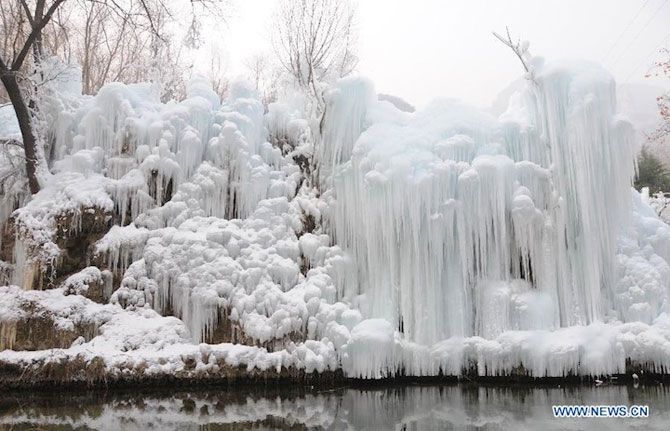12 imagini incredibile cu cascade inghetate - Poza 3