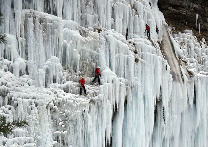 12 imagini incredibile cu cascade inghetate - Poza 11