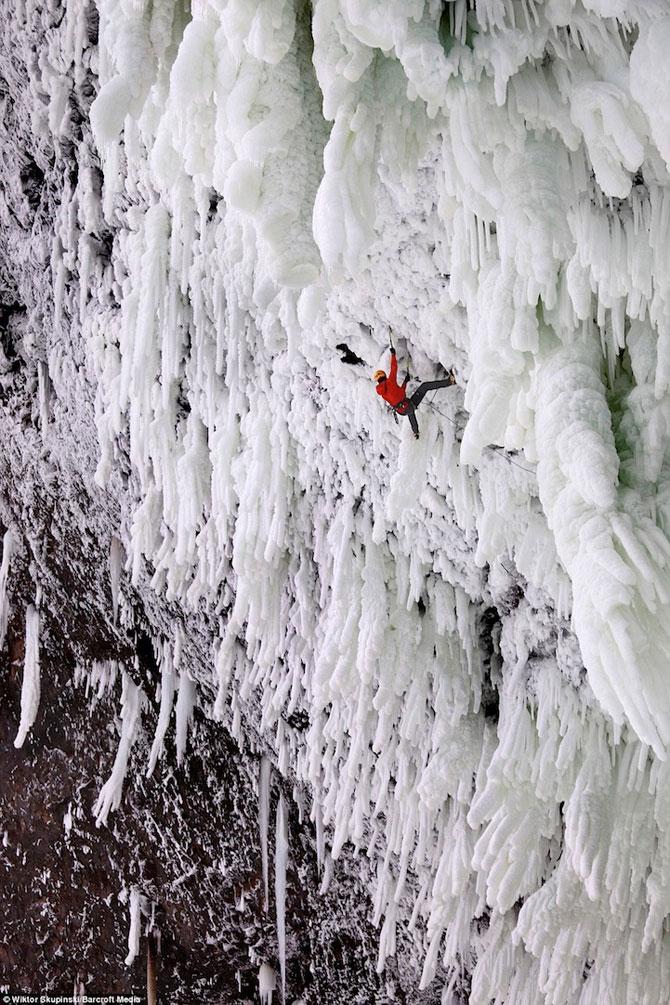 12 imagini incredibile cu cascade inghetate - Poza 12