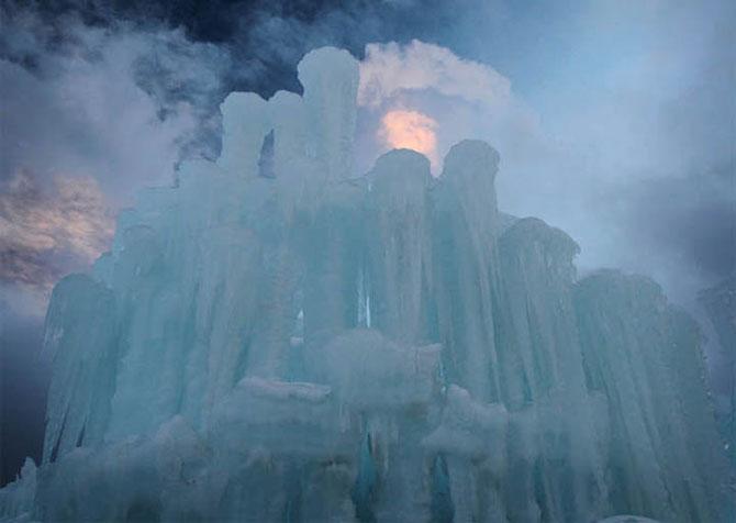 Castele din 9 tone de gheata - Poza 4