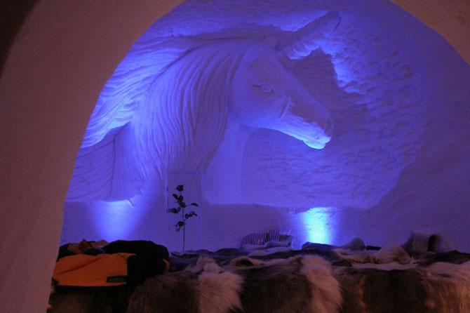 Hotelul de gheata cu chipuri sculptate in pereti - Poza 9