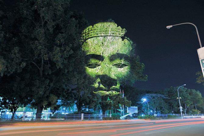Spiritele copacilor - o instalatie cu lumina si zei - Poza 7
