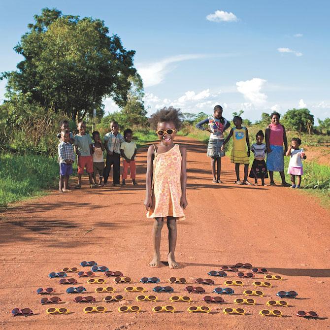 Copiii din lumea intreaga si jucariile lor - Poza 1