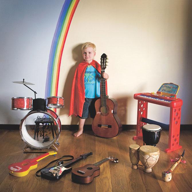 Copiii din lumea intreaga si jucariile lor - Poza 6