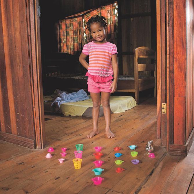 Copiii din lumea intreaga si jucariile lor - Poza 7