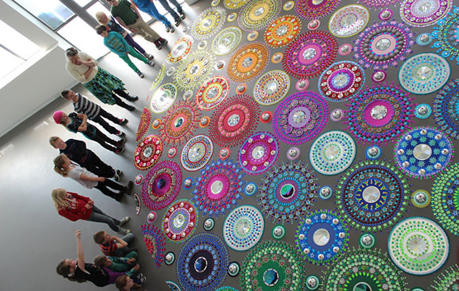 Modele multicolore, sclipitoare, de Suzan Drummen - Poza 2