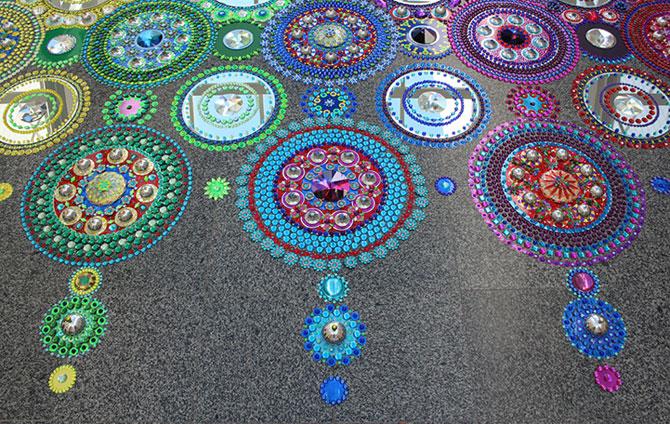 Modele multicolore, sclipitoare, de Suzan Drummen - Poza 8