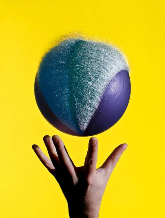 Edward Horsford se joaca cu baloanele umplute cu apa - Poza 11