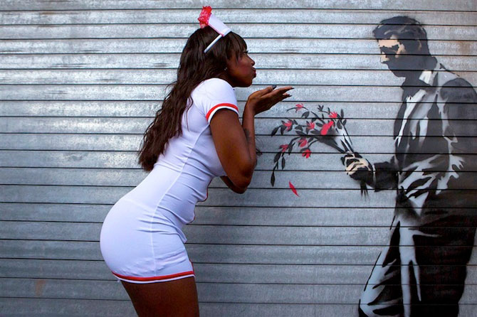 Fanii si arta lui Banksy interactioneaza pe strazile din New York - Poza 1