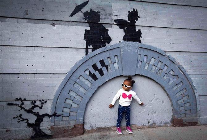 Fanii si arta lui Banksy interactioneaza pe strazile din New York - Poza 3