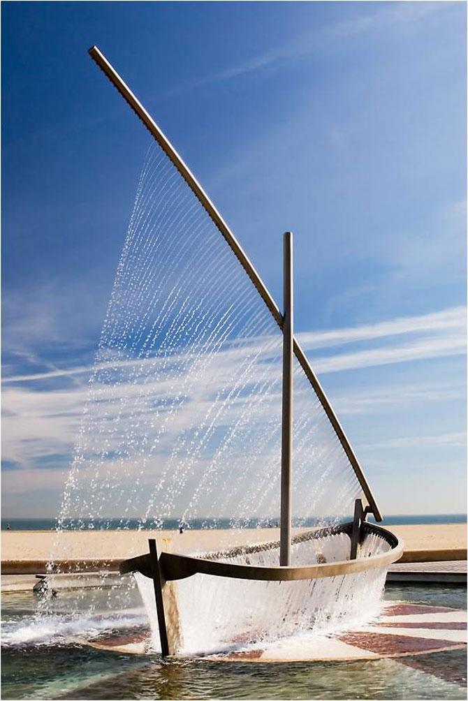 Fantana ca o barca facuta din apa - Poza 1