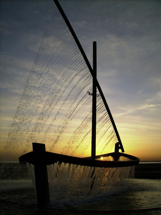 Fantana ca o barca facuta din apa - Poza 8