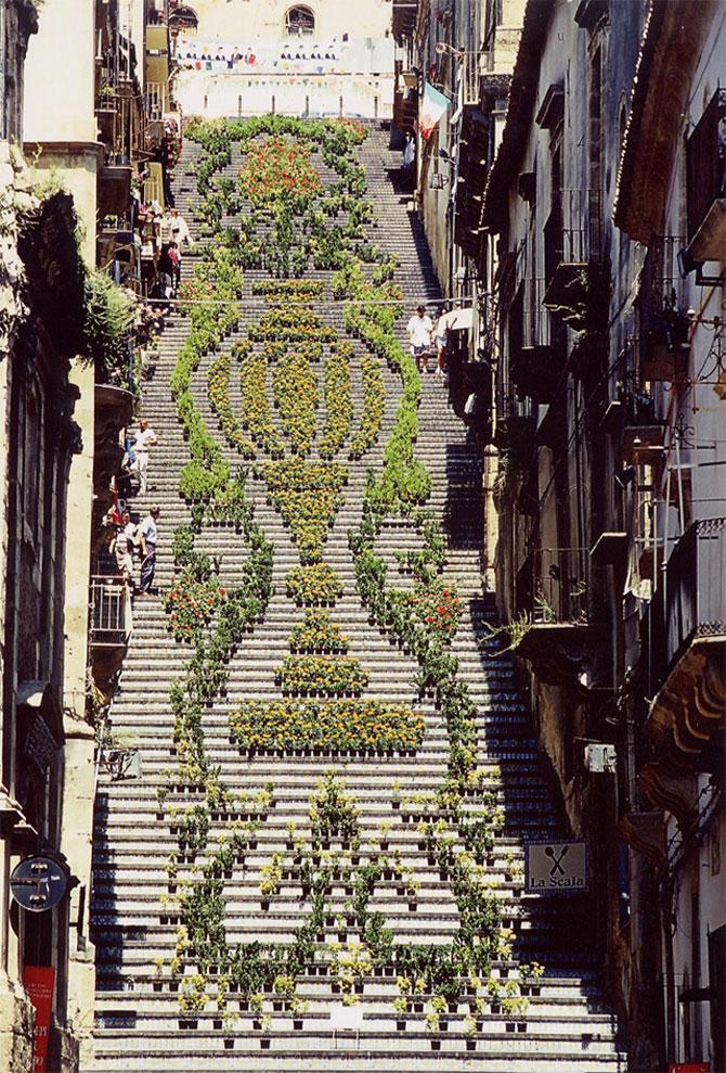 Festivaluri cu flori si lumini, pe o scara din Sicilia - Poza 2