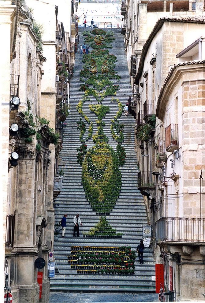 Festivaluri cu flori si lumini, pe o scara din Sicilia - Poza 3