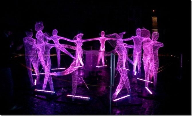 Elfii de lumina din noaptea alba a Parisului - Poza 3