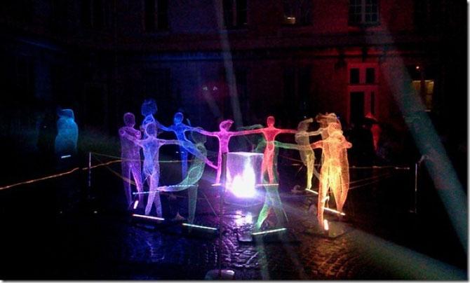 Elfii de lumina din noaptea alba a Parisului - Poza 4