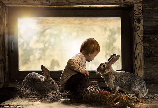 Superba prietenie dintre copiii si animalele Elenei Shumilova - Poza 1